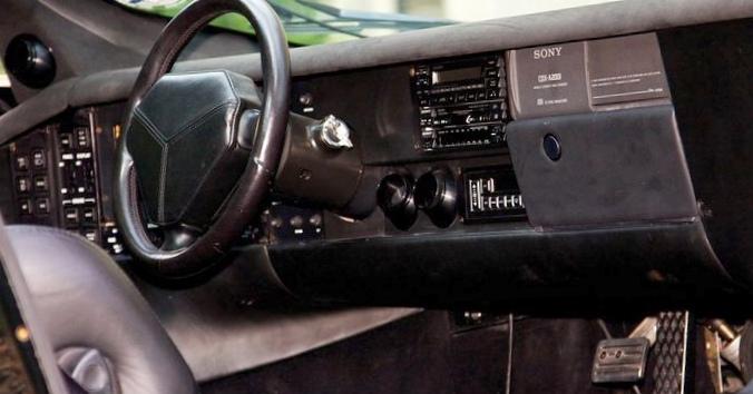 10 Самых нелепых приборных панелей автомобилей
