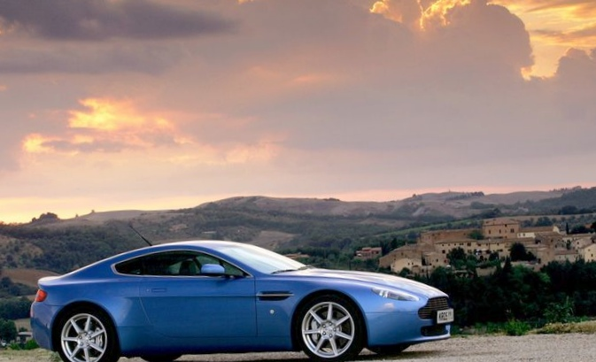 Aston martin v8 2009