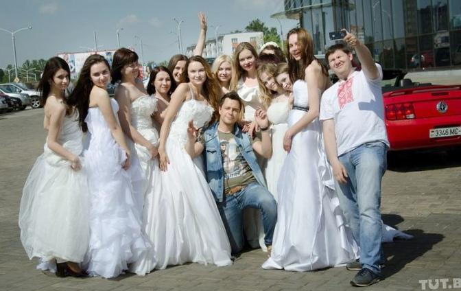 Баянист и 15 невест в одном кабриолете...