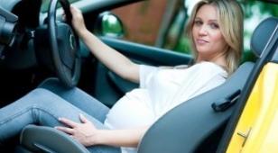 Беременная автоледи за рулем