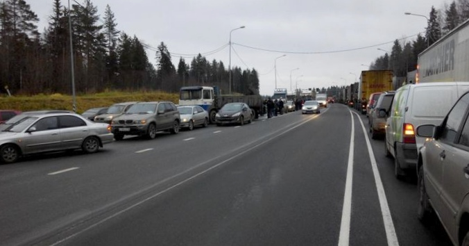 Бизнес на платных дорогах делают все: страдают перевозчики