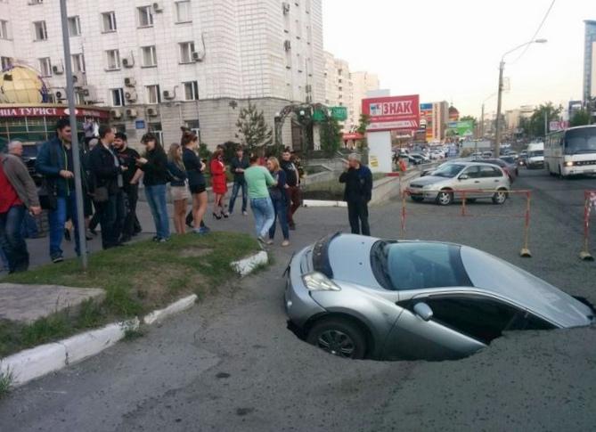 Что делать, когда автомобиль провалился под землю?