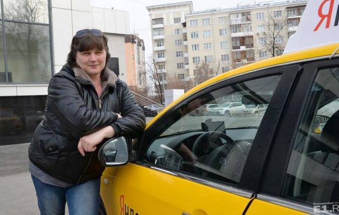Девушка и водитель. как мы сидим рядом не за рулём.
