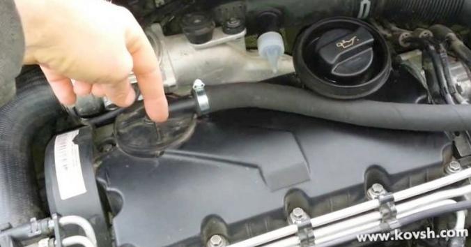 Если дизельный двигатель гонит масло через щуп...