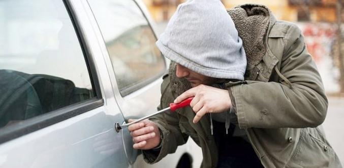 Как защитить машину от угона...