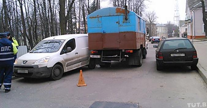 Минский водитель почти год судится...