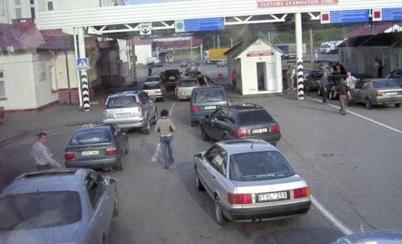 На белорусской границе очереди...