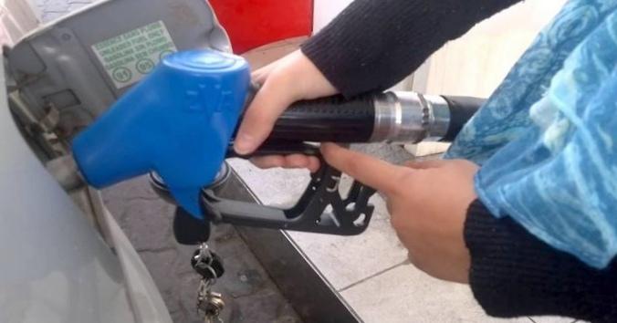 Некачественный бензин нашли на каждой восьмой российской азс