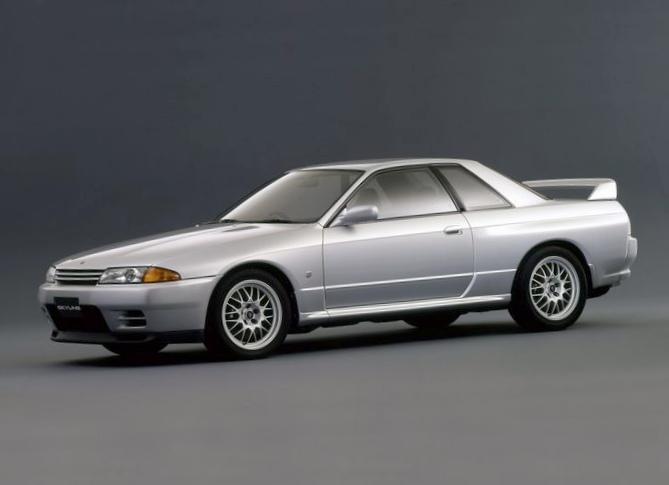 Nissan skyline gt-r - гоночный...