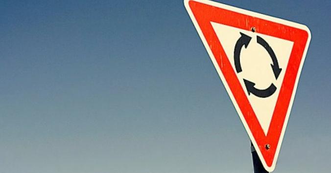 Нужно ли уступать дорогу автомобилям...