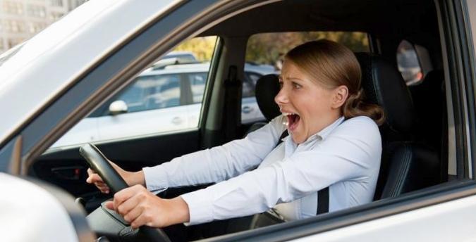 Отказали тормоза: как остановить автомобиль?