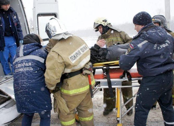 Полиция, спасатели, люди: пассажир...