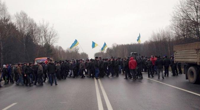 Протестующие аграрии заблокировали крупнейшие трассы украины