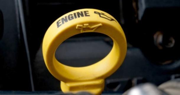 Редкая замена масла в двигателе: есть ли вред