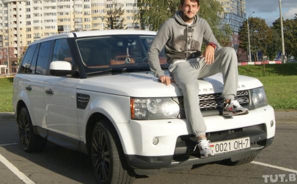 """Соседи в пробках"". футболист..."