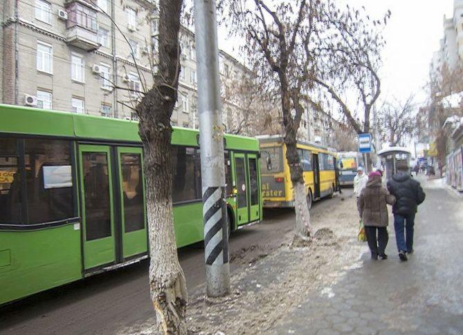 Соседи в пробках. водитель троллейбуса...