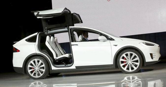 Tesla представила первый кроссовер – model x