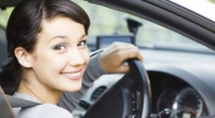 За прихорашивание за рулем дамам оаэ грозит штраф