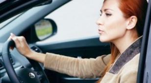 Женщина машине друг